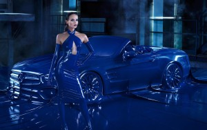 Mercedes SL cały w lateksie!